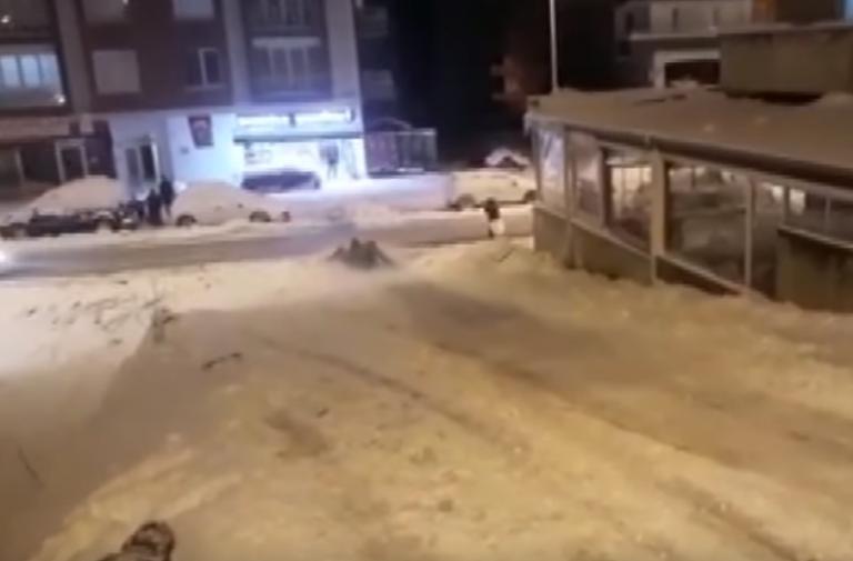 Βίντεο – σοκ: Αυτοκίνητο χτυπά νεαρούς που παίζουν στο χιόνι | tovima.gr