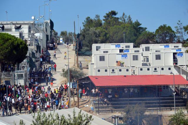 Μηταράκης:  «Για να μειωθούν οι ροές απαιτούνται κλειστά κέντρα»   tovima.gr