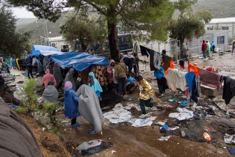 UNHCR: Partial evacuation of Moria, EU burden-sharing, relocation of migrants to mainland | tovima.gr