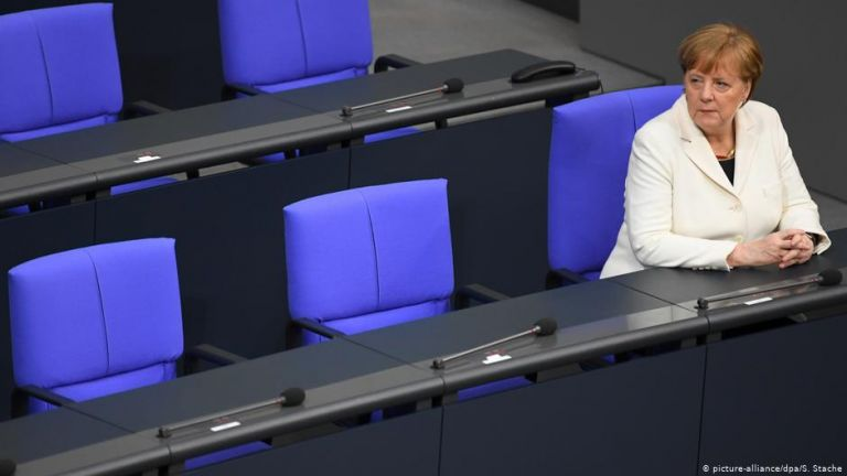 Handelsblatt: «Η προσκόλληση της Μέρκελ στην εξουσία απειλεί το CDU» | tovima.gr