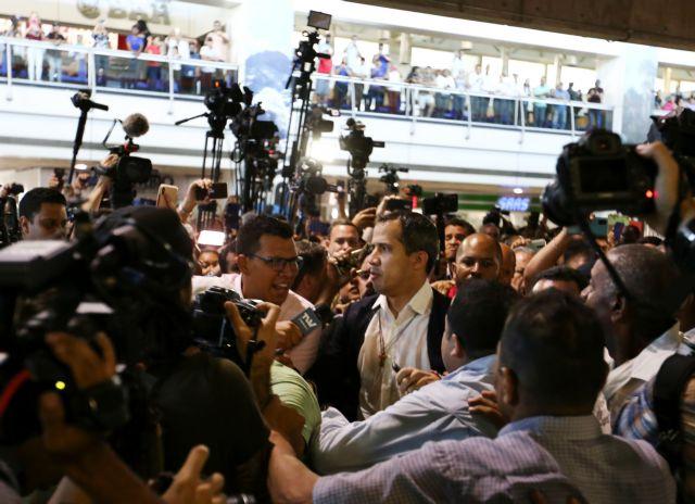 Βενεζουέλα: Επέστρεψε ο Γκουαϊδό – επεισόδια στο αεροδρόμιο   tovima.gr