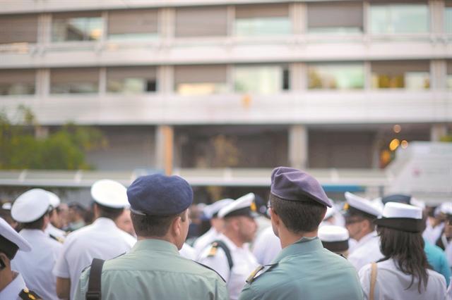 Διορθώνεται η αδικία για τους ενστόλους   tovima.gr