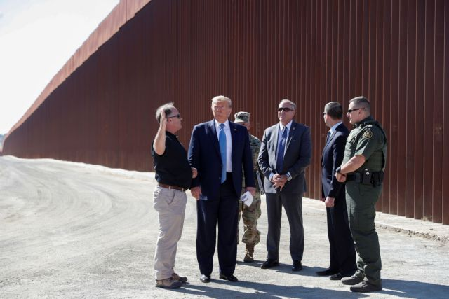Αποδέσμευσε 3,8 δισ. δολάρια για την κατασκευή του τείχους με το Μεξικό το Πεντάγωνο | tovima.gr