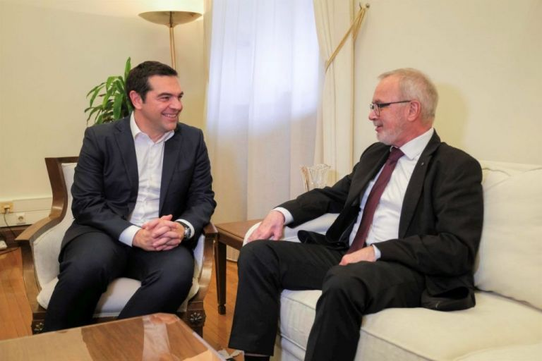 Συνάντηση Τσίπρα με τον πρόεδρο της Ευρωπαϊκής Τράπεζας Επενδύσεων | tovima.gr