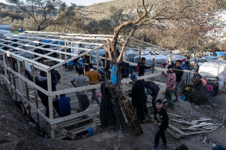 Μεταναστευτικό: Χορηγήθηκαν οι άδειες για τις εργασίες κατασκευής των κλειστών κέντρων | tovima.gr