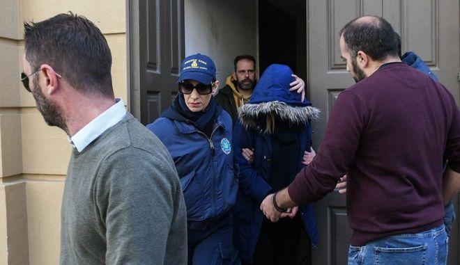 Πάτρα: Τις κινήσεις της 27χρονης που πέταξε το βρέφος στη θάλασσα περιέγραψε η μητέρα της | tovima.gr