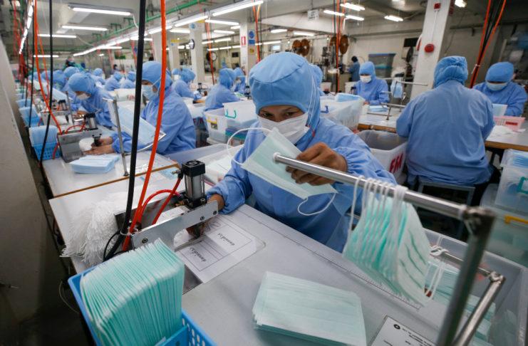 Κορωνοϊός: Χτίζουν σε 6 μέρες εργοστάσιο κατασκευής χειρουργικών μασκών | tovima.gr