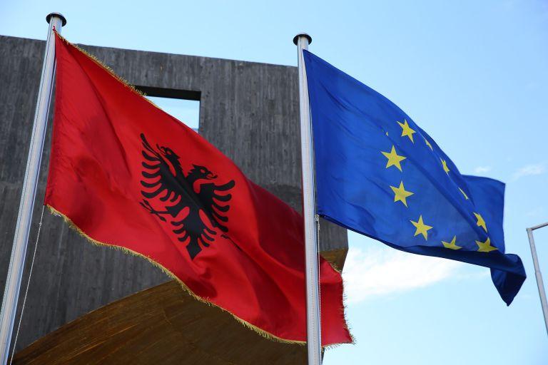 Κομισιόν σε Αλβανία: Σεβαστείτε την ελληνική μειονότητα | tovima.gr