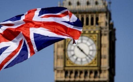 Αντιδράσεις για το νέο καθεστώς μετανάστευσης στη Βρετανία – Τι αλλάζει | tovima.gr