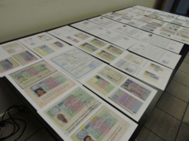 Κύκλωμα πλαστογράφησης διαβατηρίων με έξι αστυνομικούς, στα «δίχτυα» των αδιάφθορων της ΕΛ.ΑΣ. | tovima.gr