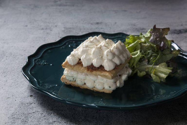 Μιλφέιγ με μους λευκών τυριών | tovima.gr