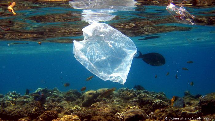 Έρχεται περιβαλλοντικό τέλος για όλες τις πλαστικές σακούλες | tovima.gr
