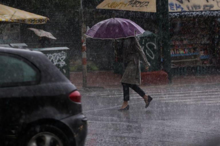 Καιρός: Βροχές και καταιγίδες σήμερα, Παρασκευή | tovima.gr