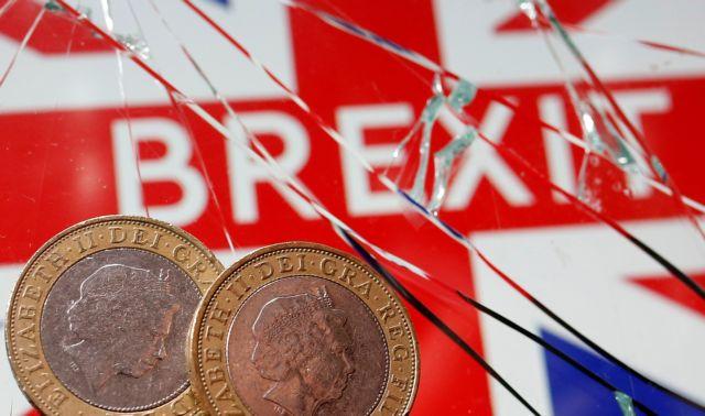 Φρενάρισε στα πρώτα βήματα… ελευθερίας η βρετανική οικονομία | tovima.gr