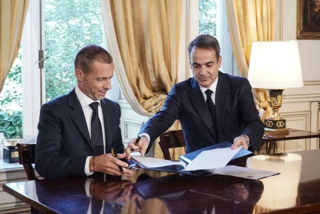Συμφωνία κυβέρνησης με UEFA-FIFA για το ποδόσφαιρο – Δηλώσεις Πέτσα | tovima.gr