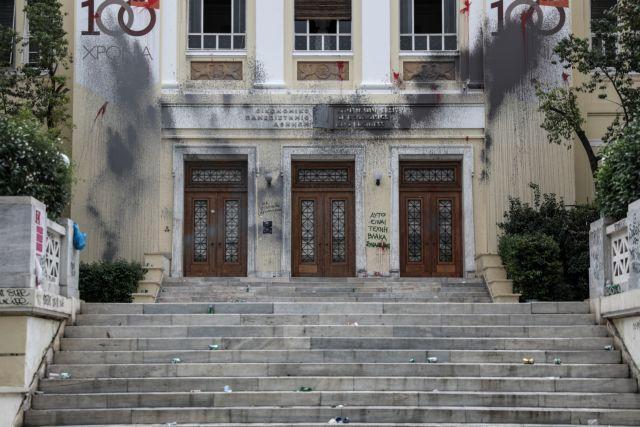 Στήριξη στον ένοπλο αστυνομικό στην ΑΣΟΕΕ από τους συνδικαλιστές της ΕΛ.ΑΣ | tovima.gr