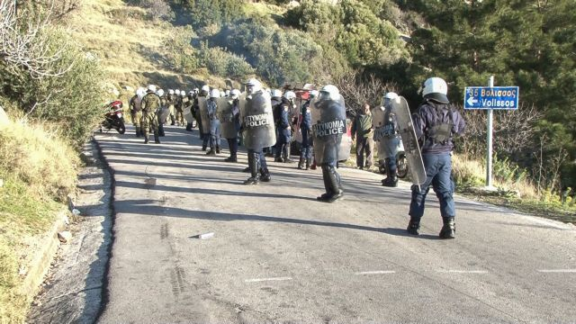 Προς παραίτηση στελέχη της ΝΟΔΕ Χίου μετά τα επεισόδια μεταξύ ΜΑΤ-νησιωτών | tovima.gr