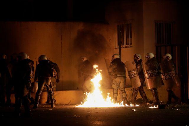 Ρουκέτες, δυναμίτες και… κάψιμο ρούχων ενστόλων σε Λέσβο και Χίο | tovima.gr
