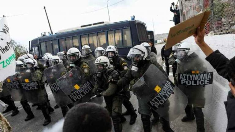 Fierce clashes over migrants between riot police, islanders over permanent detention centres   tovima.gr