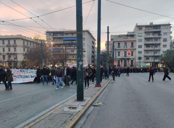 Διαμαρτυρία φοιτητών κατά της αστυνομικής αυθαιρεσίας – Πορεία στη ΓΑΔΑ | tovima.gr