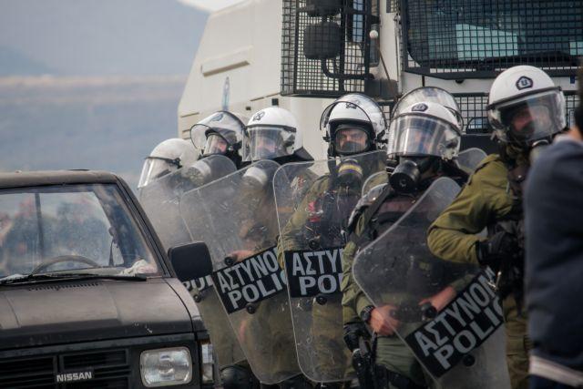 Προσφυγικό:  Αποχώρησαν οι δυνάμεις των ΜΑΤ από τη Λέσβο | tovima.gr