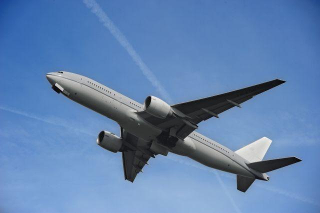 Ρωγμή στο παράθυρο πιλοτηρίου Boeing με 200 επιβάτες – επέστρεψε στη Μόσχα | tovima.gr