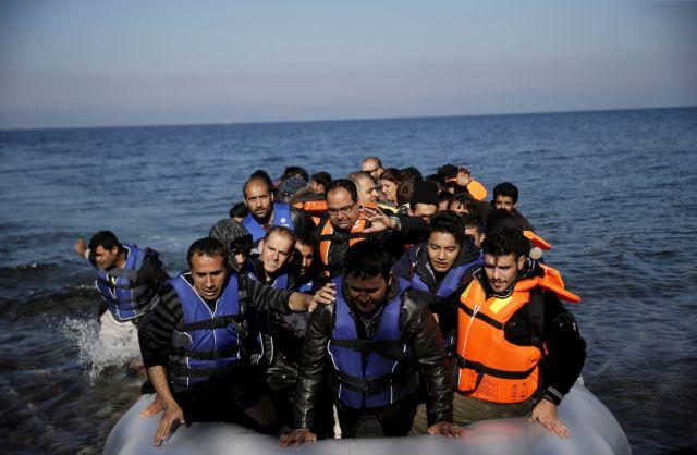 Κυβέρνησης – ΣΥΡΙΖΑ ανταλλάσουν πυρά για το προσφυγικό | tovima.gr