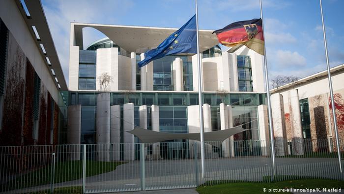 Προσφυγικό: Δεν καταδικάζει το Βερολίνο το άνοιγμα των τουρκικών συνόρων   tovima.gr