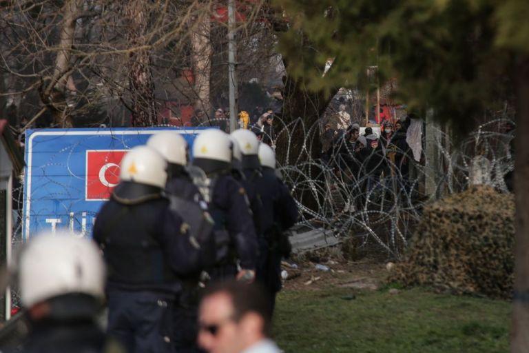 Ενωση Ξένων Ανταποκριτών: Καταδικάζουμε τις συλλήψεις δημοσιογράφων από Τούρκους στα σύνορα | tovima.gr