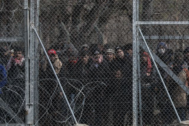 Έβρος: Απετράπη η είσοδος 5.138 προσφύγων σε ένα 24ωρο – 45 συλλήψεις | tovima.gr