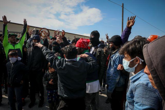 Προσφυγικό: Πετροπόλεμος προσφύγων με δυνάμεις των ΜΑΤ σε Λέσβο και Λήμνο   tovima.gr