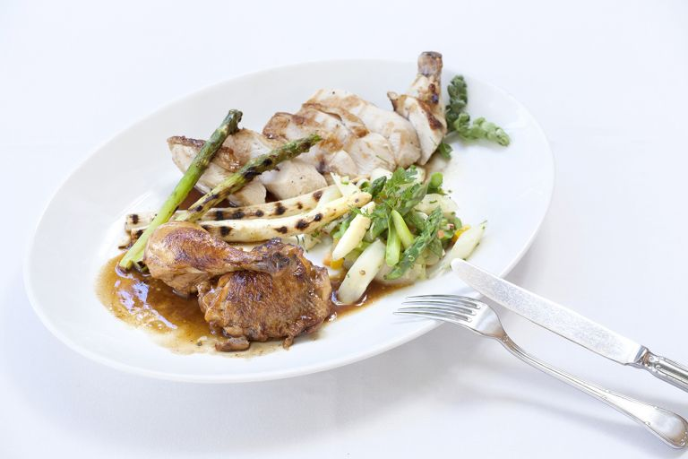 Κοτόπουλο με σπαράγγια | tovima.gr