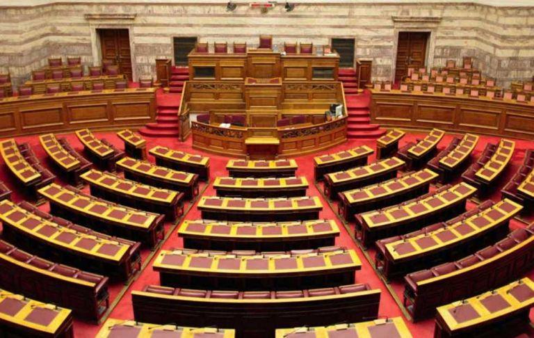 Βουλή: Υπερψηφίστηκε το νομοσχέδιο του ΥΠΕΣ για τους ΟΤΑ | tovima.gr