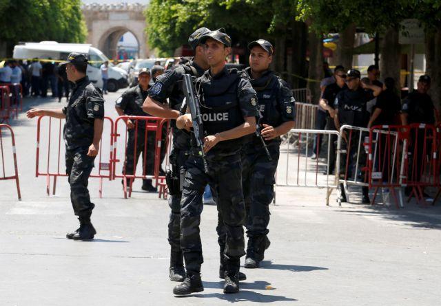 Τύνιδα: Επίθεση κοντά στην πρεσβεία των ΗΠΑ – 5 τραυματίες | tovima.gr