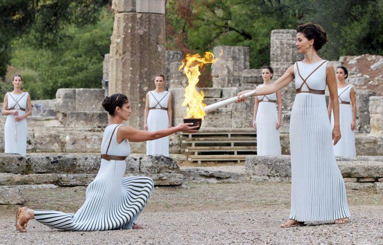 Η ολυμπιακή φλόγα «απειλείται» από τον κορωνoϊό | tovima.gr