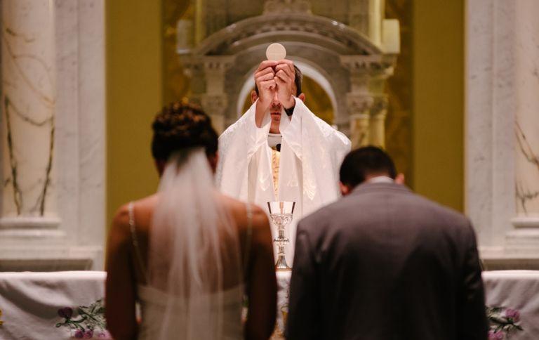 Ιταλία: Σταματάνε γάμοι και κηδείες στις εκκλησίες λόγω κορωνοϊού | tovima.gr
