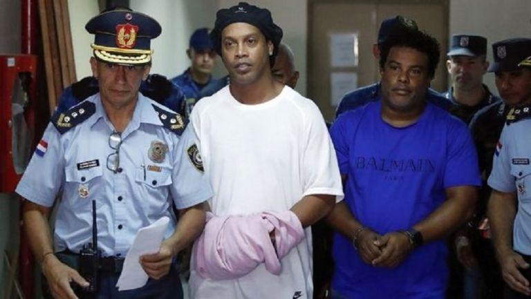 Παρατάθηκε η κράτηση του Ροναλντίνιο στην Παραγουάη   tovima.gr