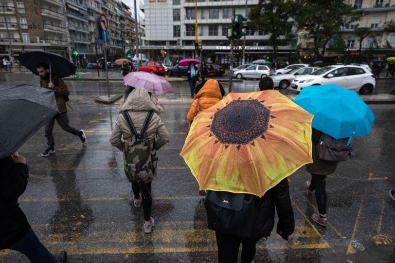 Βροχερός ο καιρός και την Τρίτη | tovima.gr