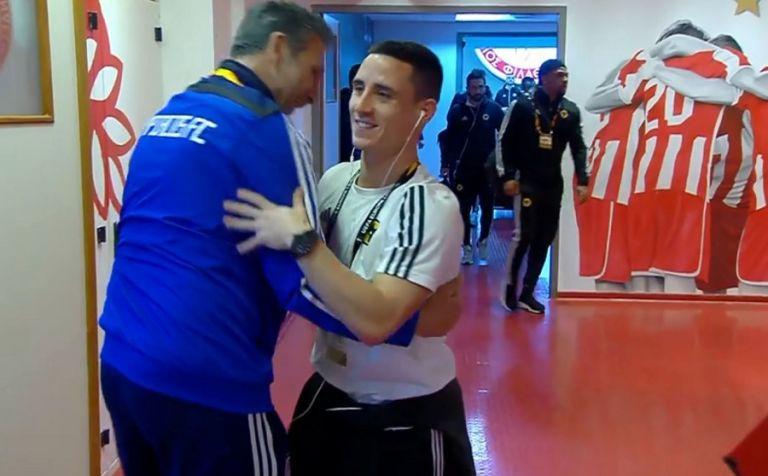 Συγκινήθηκε ο Ποντένσε όταν μπήκε στα αποδυτήρια του Ολυμπιακού (vid) | tovima.gr