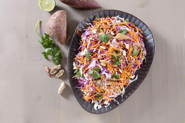 Σαλάτα με δυο είδη λάχανου και γλυκοπατάτα | tovima.gr