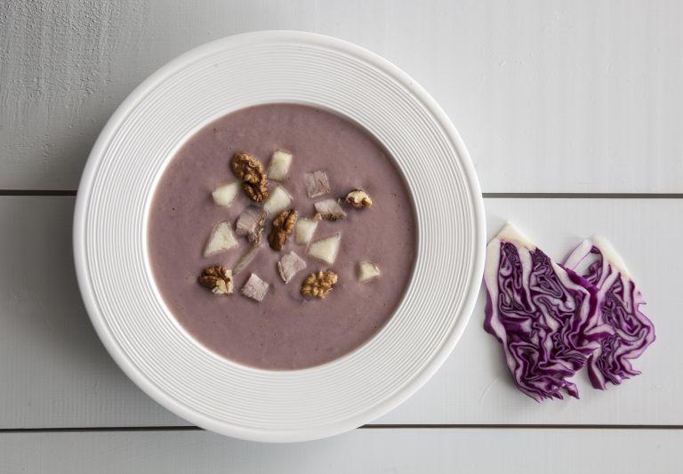 Σούπα με κόκκινο λάχανο, αχλάδι και απάκι | tovima.gr