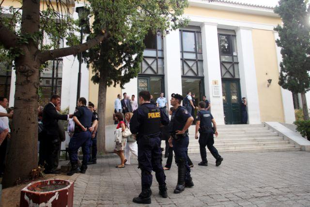 Κορωνοϊός: Αναστέλλουν τη λειτουργία τους και τα δικαστήρια   tovima.gr
