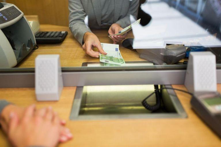 Με έλεγχο η ροή πελατών στα τραπεζικά καταστήματα από Δευτέρα | tovima.gr