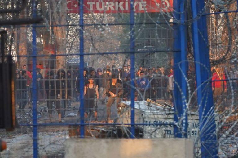 Ανθρωποι στα σύνορα και άνθρωποι «εκτός ορίων» | tovima.gr