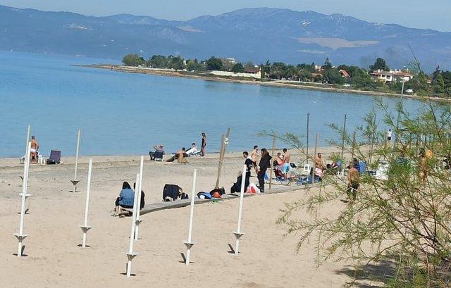 Κορωνοϊός: Στις παραλίες οι Έλληνες για να αποφύγουν τη μετάδοση του ιού [Εικόνες] | tovima.gr