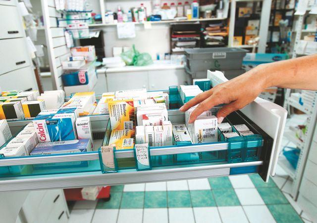 Κορωνοϊός: Έκτακτα μέτρα από τους φαρμακοποιούς – Μόνο δύο στον χώρο | tovima.gr