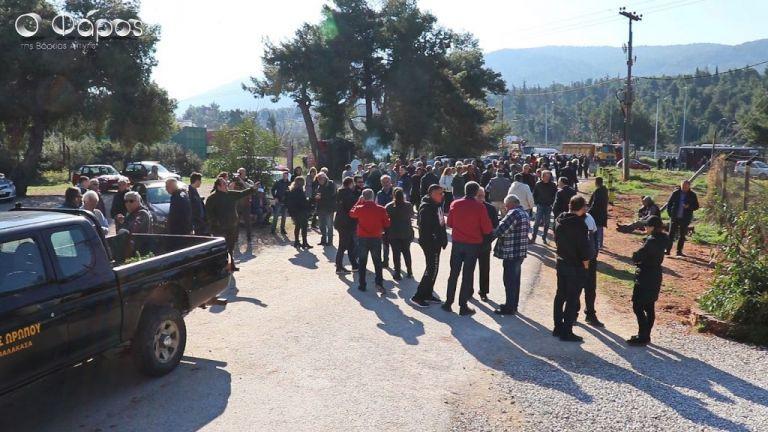 Ωρωπός: Διαμαρτυρίες για άφιξη καραβιού με 700 πρόσφυγες από τη Λέρο | tovima.gr