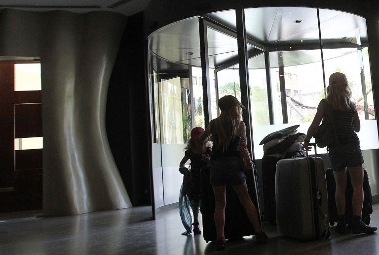 Κορωνοϊός: Κλείνουν τα εποχικά τουριστικά καταλυμάτα έως 30 Απριλίου | tovima.gr