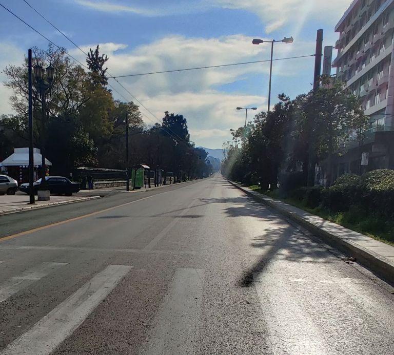 Κορωνοϊός: Ποια σενάρια μελετά η η κυβέρνηση στην κατεύθυνση της καθολικής απαγόρευσης της κυκλοφορίας | tovima.gr