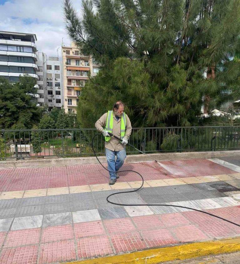 Κοροναϊός: Προληπτική απολύμανση κοινόχρηστων χώρων από τον Δήμο Πειραιά | tovima.gr
